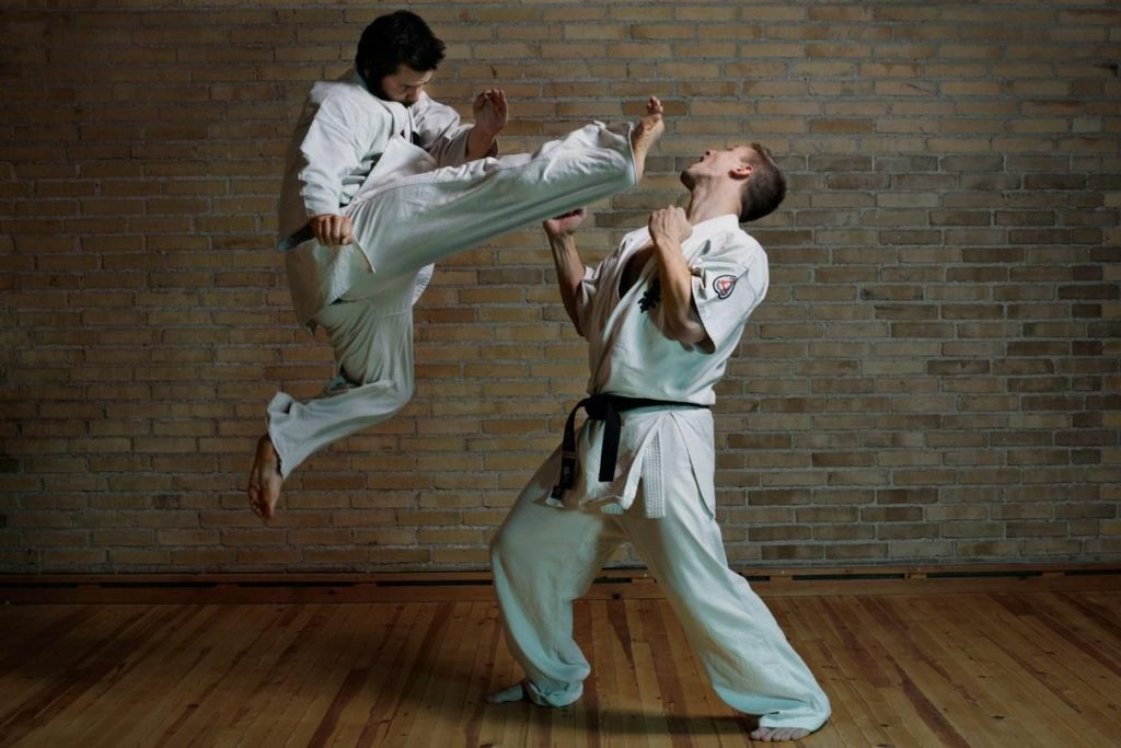 https://kartinkin.com/uploads/posts/2021-03/1616079580_47-p-karate-krasivie-foto-48.jpg