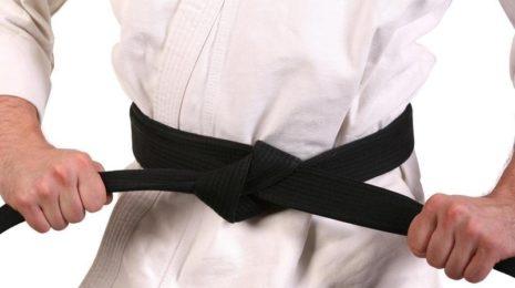 Как правильно завязать пояс на кимоно для карате: пошаговая инструкция
