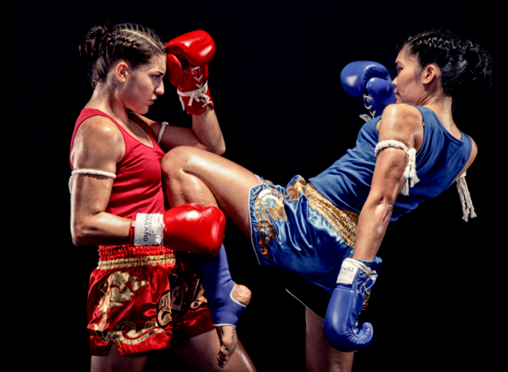 отличается кикбоксинг от тайского бокса