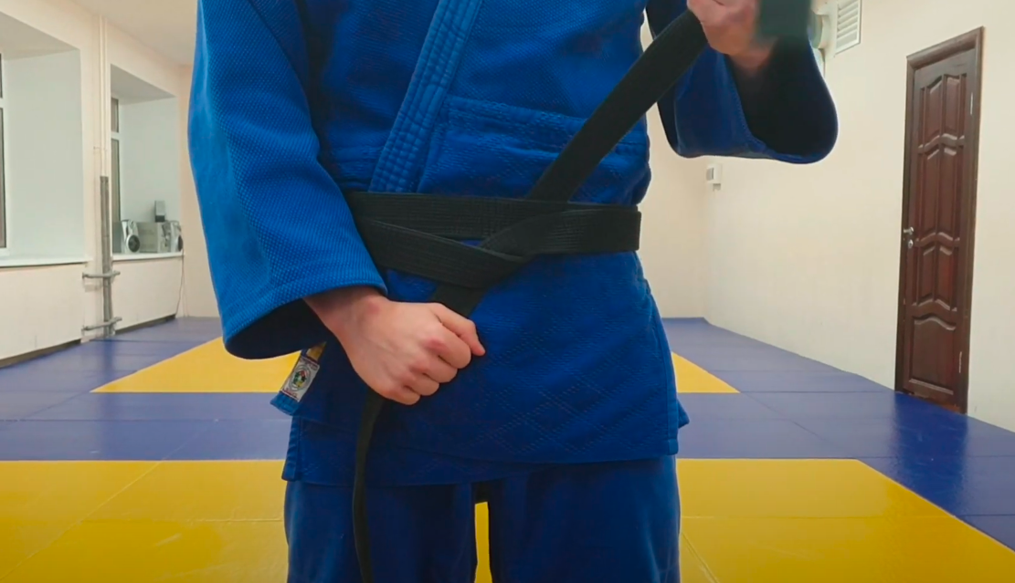как завязать пояс на кимоно для дзюдо