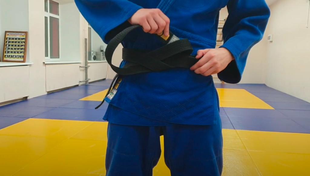 как правильно завязывать пояс кимоно дзюдо